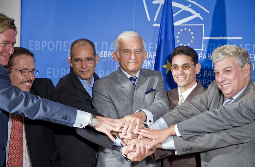 People standing before the EU banner crossing hands, Spotlight Europe
