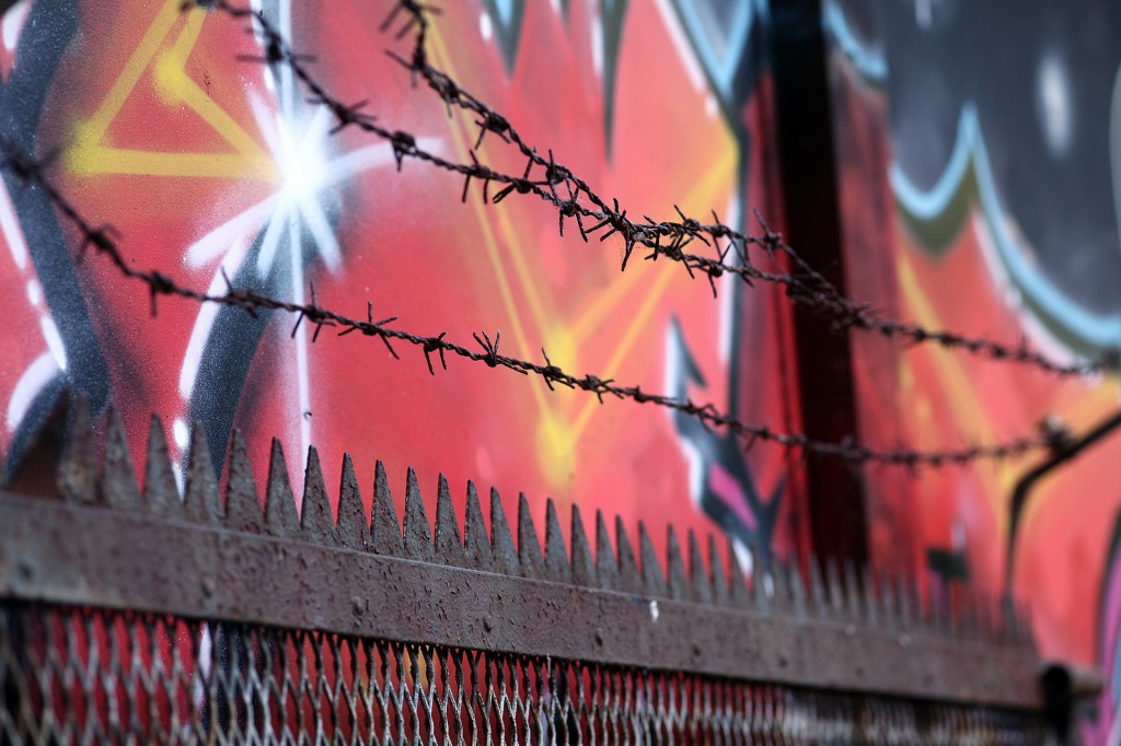 barbed-wire-946525_1920